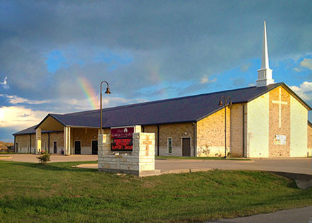 First Community Church of Crandall is an Evangelical Christian, non-denominational church pastored by Steve Small. Steve is a graduate of Dallas Theological Seminary (DTS)
